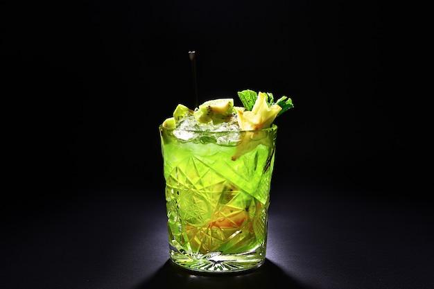 Cóctel verde como mojito