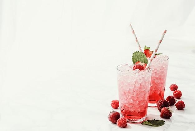 Cócteles de fresa y frambuesa