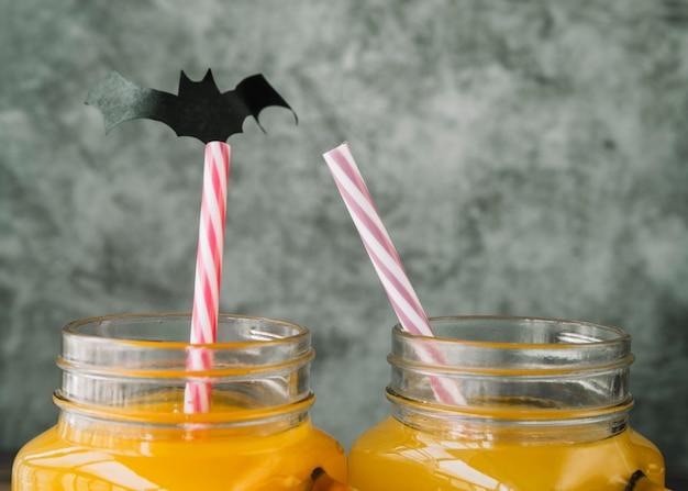 Cócteles de halloween con aplicación de murciélago