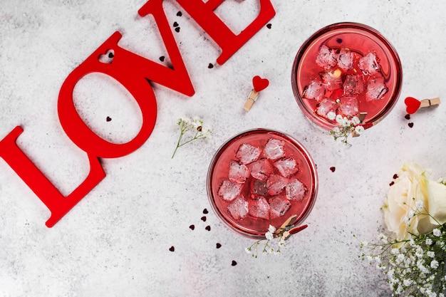 Cócteles rojos del día de san valentín