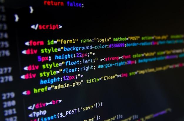 Código fuente de escritorio y papel tapiz por lenguaje de computadora con codificación y programación.