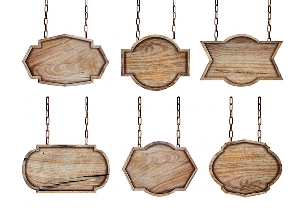 Colección de carteles de madera con cadena sobre fondo blanco.