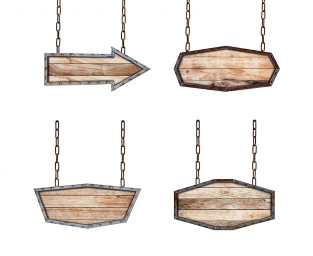 Colección de carteles de madera marco de metal con cadena sobre fondo blanco.