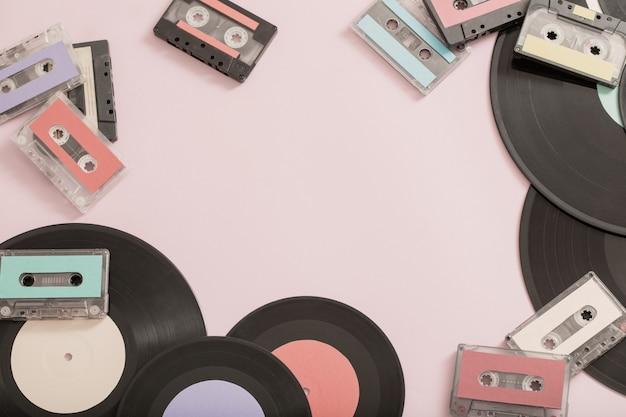 Colección de cintas de música, registros en papel. concepto retro