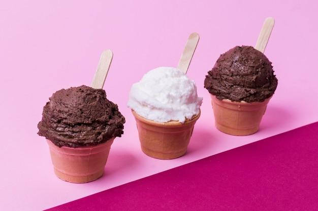 Colección de copas con helado