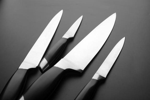 Colección de cuchillos de cocina en negro