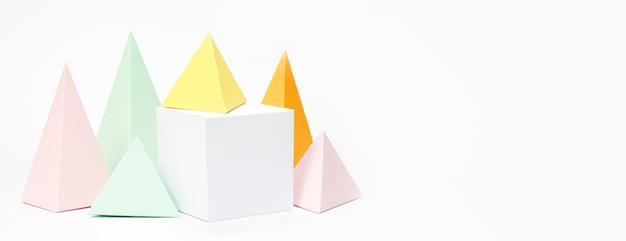 Colección de elementos de papel en colores pastel con espacio de copia