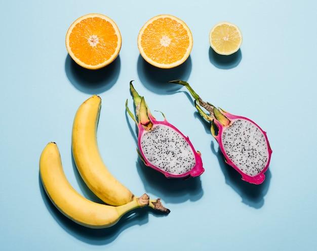 Colección de frutas saludables en la mesa