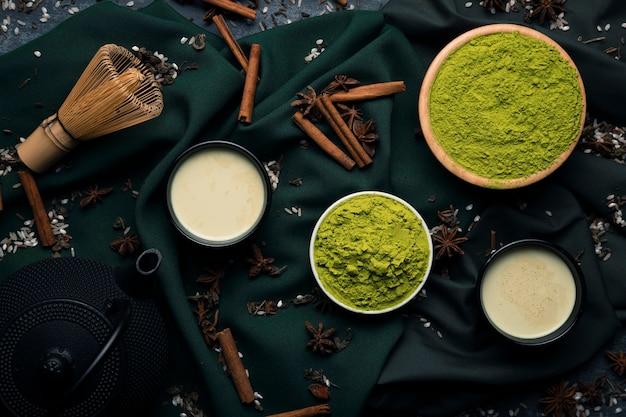 Colección de ingredientes de té asiático matcha sobre tela