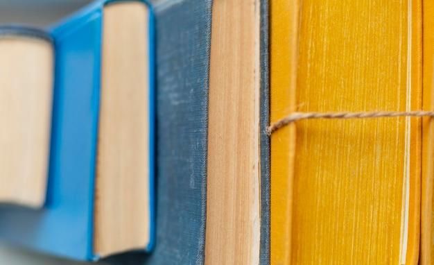 Colección de libros coloridos