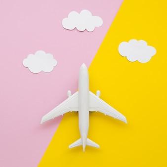 Colección de nubes con avión