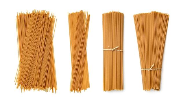Colección de pasta de trigo sarraceno aislado sobre fondo blanco. conjunto de múltiples imágenes. parte de la serie