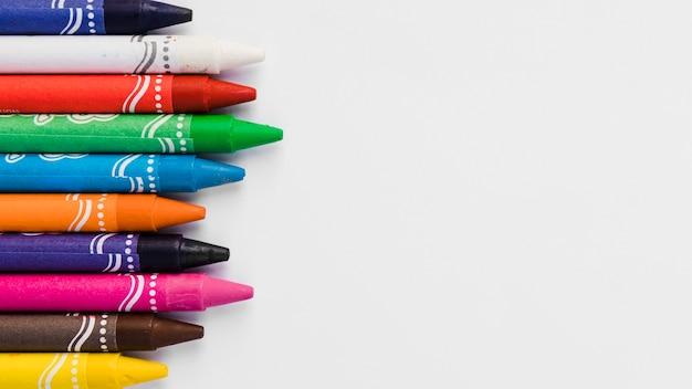 Colección de primeros planos de lápices de colores