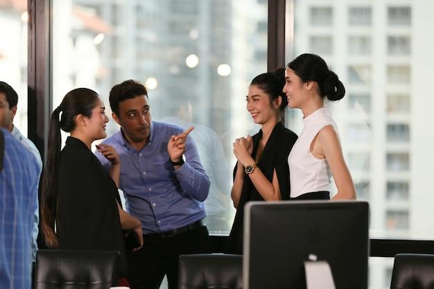 Una colección de profesiones de negocios de ocupación, puesta en marcha.