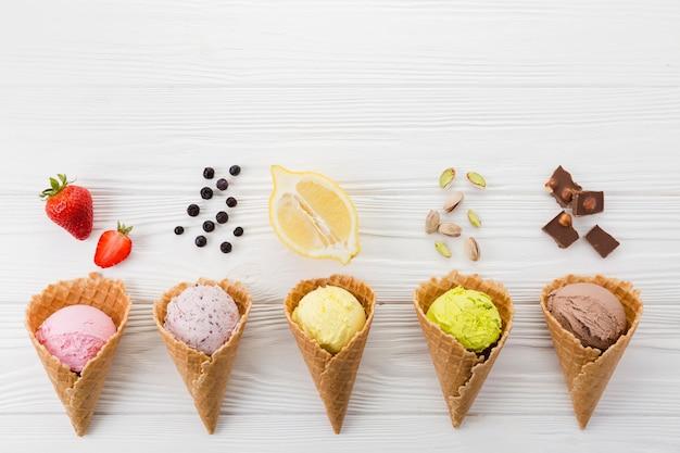 Colección de sabores de helados.