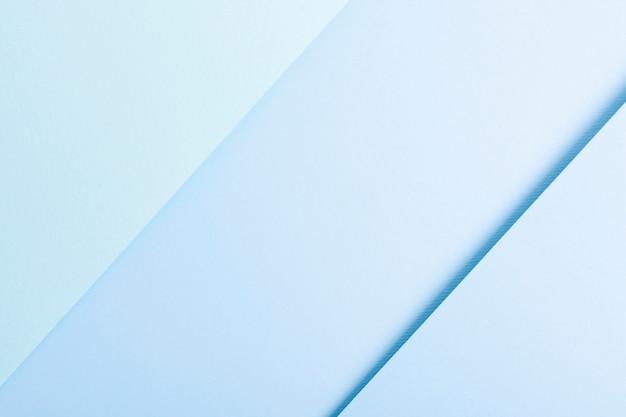 Colección en tonos azules de hojas de papel alineadas