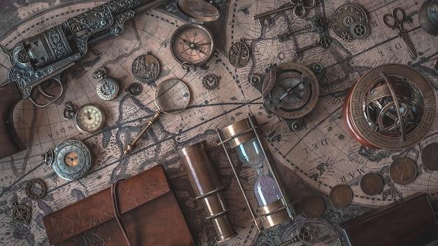 Colección vintage pirate en el mapa mundial