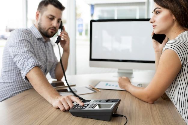 Colegas en una reunión de negocios