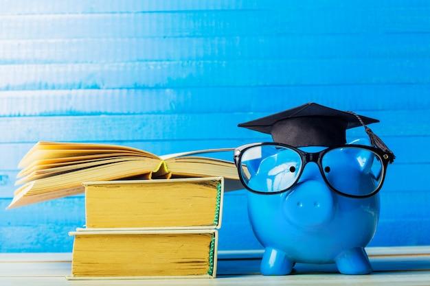 Colegio graduado estudiante diploma hucha