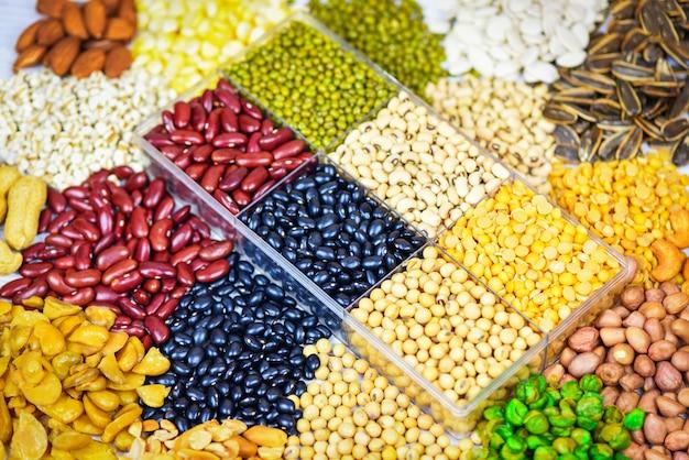 Collage varios frijoles mezclan guisantes agricultura de alimentos naturales saludables para cocinar ingredientes