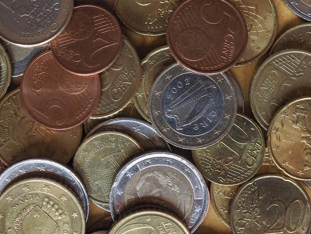 Colocación plana de monedas de euro