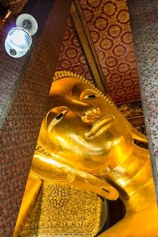 Colocación del templo del buda en bangkok, tailandia