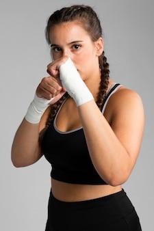 Colocar mujer en posición de combate