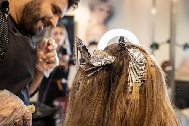 Coloración del cabello en la peluquería