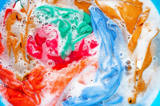 Colorear la ropa antes de lavarla.