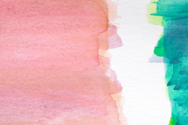 Colores contrastados pintados a mano mancha sobre superficie blanca