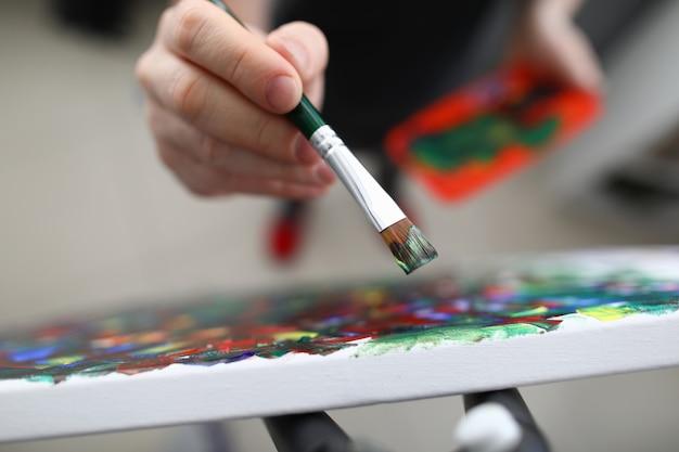 Colores mezclados en primer plano de paleta