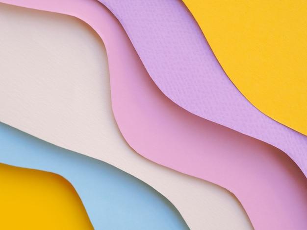 Coloridas capas de ondas de papel abstractas