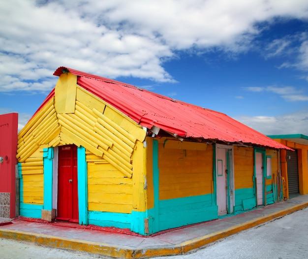 Coloridas casas caribeñas tropicales isla mujeres
