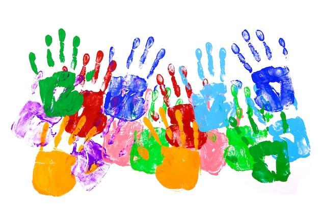 Coloridas huellas de las manos