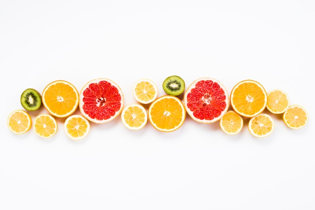 Colorido conjunto de verano de frutas exóticas frescas.