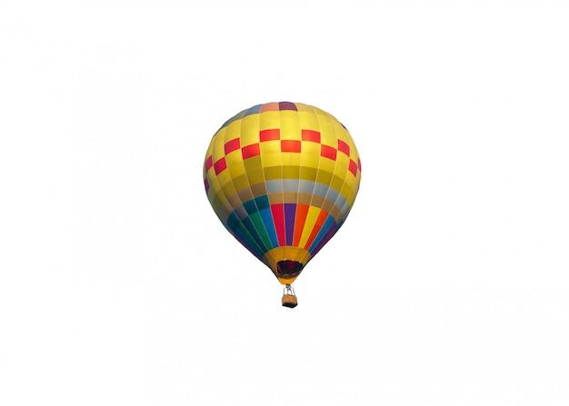 Colorido globo aerostático volando en festival anual