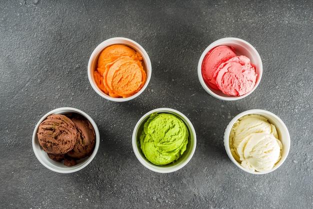 Colorido helado en crema