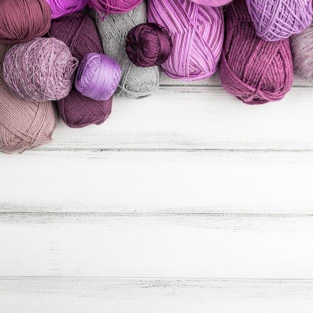 Colorido hilo de lana con espacio de copia