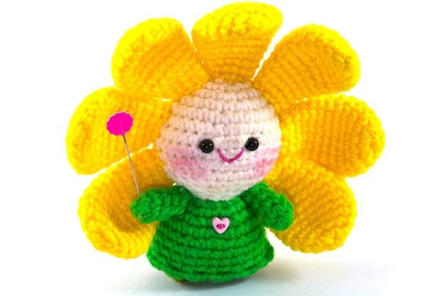Colorido muñeco de flores crochet hecho a mano