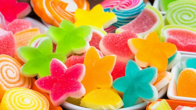 Coloridos dulces azucarados, una variedad de dulces dulces
