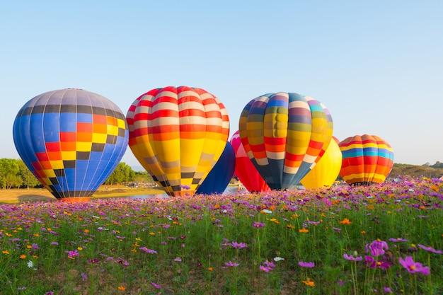 Coloridos globos de aire caliente.
