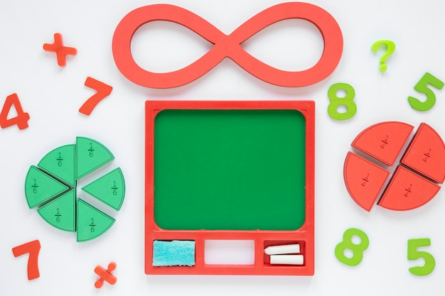Coloridos números matemáticos y números infinitos con fracciones