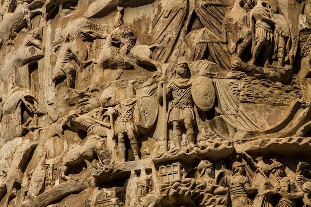 Columna de marco aurelio en roma