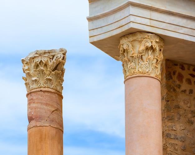 Columnas en el anfiteatro romano de cartagena españa