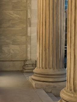 Columnas en el museo de bellas artes de montreal, montreal, quebec, canadá