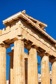 Columnas del templo del partenón en la acrópolis, atenas, grecia