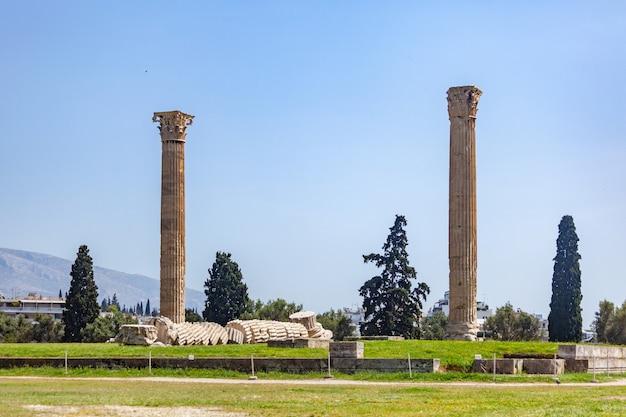 Las columnas del templo de zeus olímpico en atenas, grecia