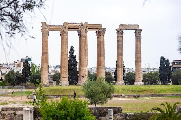 Las columnas del templo de zeus olímpico en atenas