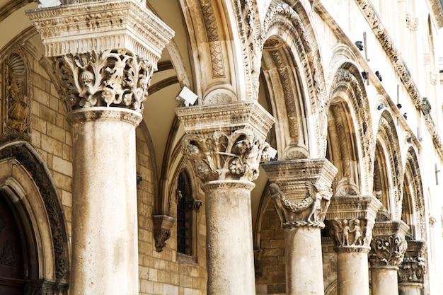 Columnata griega