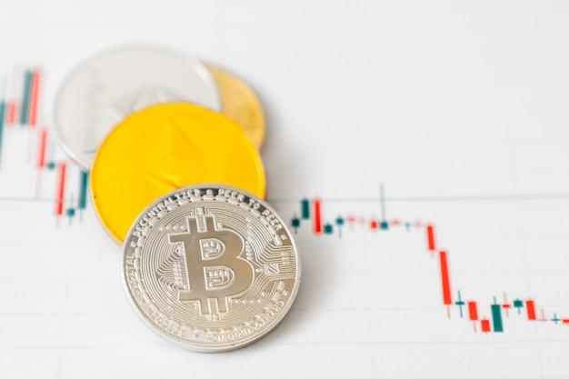 Comercio de criptomonedas. gráfico de criptomonedas. bitcoin y otras criptomonedas están conquistando la economía.